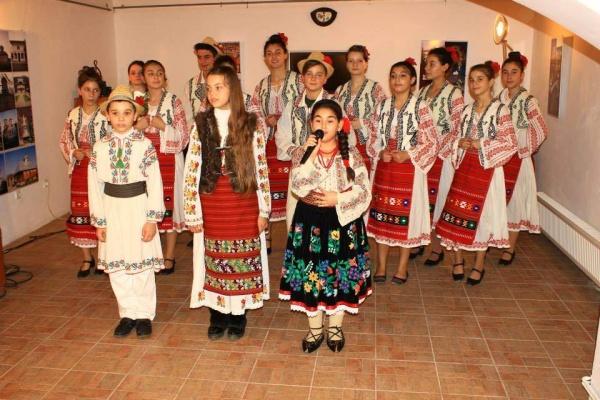 """Ansamblul """"Rozele Calafatului"""" participă la spectacolul folcloric """"De Dragobete, iubim româneşte"""", organizat la Craiova !"""