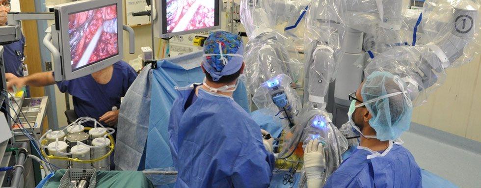 cluj-5-operatii-transmise-direct-cadrul-simpozionului-progres-uro-oncologie1347611168