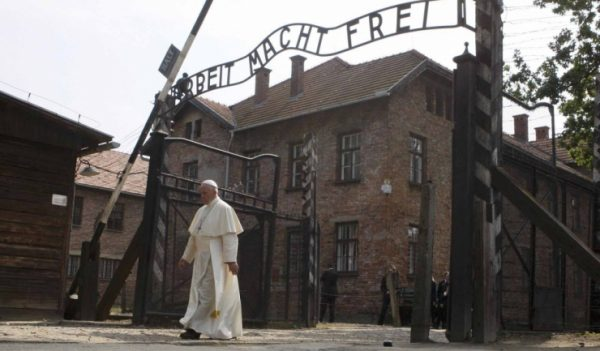 Papa Francisc vizita istorica la Auschwitz