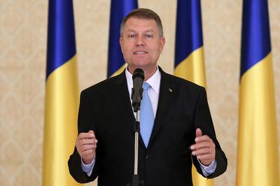 Presedintele Klaus Iohannis sustine un discurs in cadrul ceremoniei de investire a Cabinetului Ciolos desfasurata la Palatul Cotroceni, in Bucuresti, marti, 17 noiembrie 2015. SILVIA ILIE / MEDIAFAX FOTO