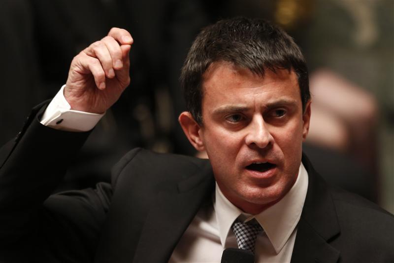 Le ministre de l'Intérieur, Manuel Valls, a annoncé vendredi la fin du système d'aide au retour visant à inciter notamment les Roms implantés en France à repartir dans leur pays d'origine, la Roumanie ou la Bulgarie. /Photo d'archives/REUTERS/Charles Platiau