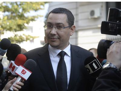 Fostul premier Victor Ponta face o declaratie de presa dupa ce a fost audiat la Inalta Curte de Casatie si Justitie in dosarul Turceni-Rovinari, in care este acuzat de fals in inscrisuri sub semnatura privata, complicitate la evaziune fiscala si spalarea banilor, fapte pe care le-ar fi comis in calitate de avocat, vineri, 6 noiembrie 2015 . MARIUS DUMBRAVRANU / MEDIAFAX FOTO
