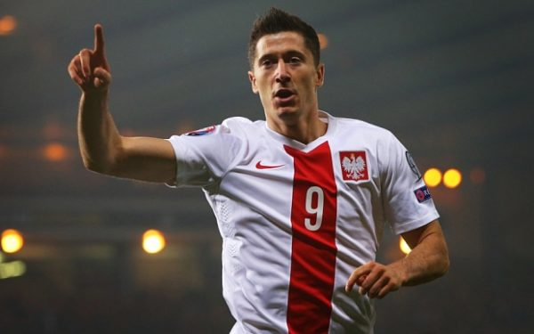 GLASGOW, SCOTLAND - OCTOBER 08: Robert Lewandowski of Poland celebrates after he scores during the UEFA EURO 2016 qualifier between Scotland and Poland at Hampden Park on October 08, 2015 in Glasgow, Scotland. (Photo by Ian MacNicol/Getty)