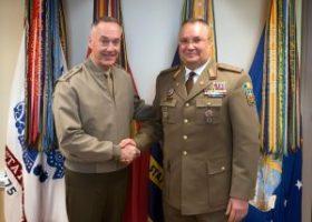 generalul-Joseph-F.-Dunford-jr-si-generalul-nicolae-ciuca-300x214