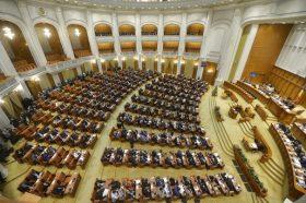 Parlamentari participa la sedinta comuna a Camerei Deputatilor si Senatului, in care se dezbate motiunea de cenzura initiata de PNL si USR, in Palatul Parlamentului din Bucuresti, miercuri, 8 februarie 2017. ANDREEA ALEXANDRU / MEDIAFAX FOTO