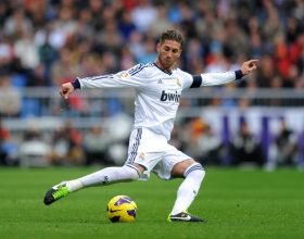 MADRID, SPAIN - JANUARY 27: Sergio Ramos of Real Madrid CF passes the ball during the La Liga match between Real Madrid CF and Getafe CF at estadio Santiago Bernabeu on January 27, 2013 in Madrid, Spain. (Photo by Denis Doyle/Getty Images)