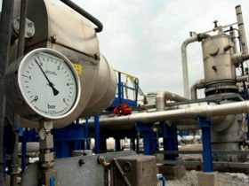 A bar meter of pipelines of natural gas is pictured at the GreeK-Bulgarian borders in Promahonas, northern Greece, on January 7, 2009. There is no risk of a shortage in household heating due to the discontinuation, recorded at dawn, of natural gas supply to the Balkans via Bulgaria, the Public Natural Gas Corp. (DEPA) assured. Supplies of Russian gas to Bulgaria, Greece, Macedonia and Turkey were still halted for a second day today amid a Russian-Ukrainian price spat. AFP PHOTO /Sakis Mitrolidis