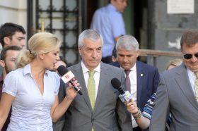 Presedintele Senatului, Calin Popescu-Tariceanu, paraseste vineri, 5 august 2016, sediul Inaltei Curti de Casatie si Justitie (ICCJ) din CApitala, unde a  participat la primul termen al dosarului in care a fost trimis în judecata de DNA pentru savarsirea infractiunilor de marturie mincinoasa si favorizarea faptuitorului.  MARIAN ILIE / MEDIAFAX FOTO
