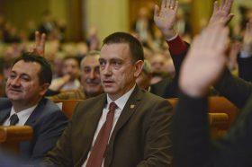 Mihai Fifor (C) este votat de delegatii social democrati in timpul sedintei Consiliului National al PSD, desfasurata in sala C.A. Rosetti a Palatului Parlamentului din Bucuresti, marti, 9 februarie 2016. ANDREEA ALEXANDRU / MEDIAFAX FOTO