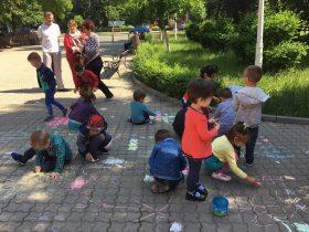 Regatul copilariei_desene pe      asfalt