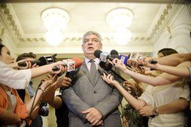 Premierul Mihai Tudose raspunde intrebarilor adresate de jurnalisiti, luni 10 Iulie 2017, la Palatul Parlamentului, dupa sedinta saptamanala cu liderii aliantei PSD-ALDE, privind activitatea guvernului. ANDREEA ALEXANDRU/MEDIAFAX FOTO
