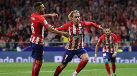 Soccer Football - Santander La Liga - Atletico Madrid vs Malaga CF - Wanda Metropolitano, Madrid, Spain - September 16, 2017 Atletico Madrid's Antoine Griezmann celebrates scoring their first goal REUTERS/Sergio Perez